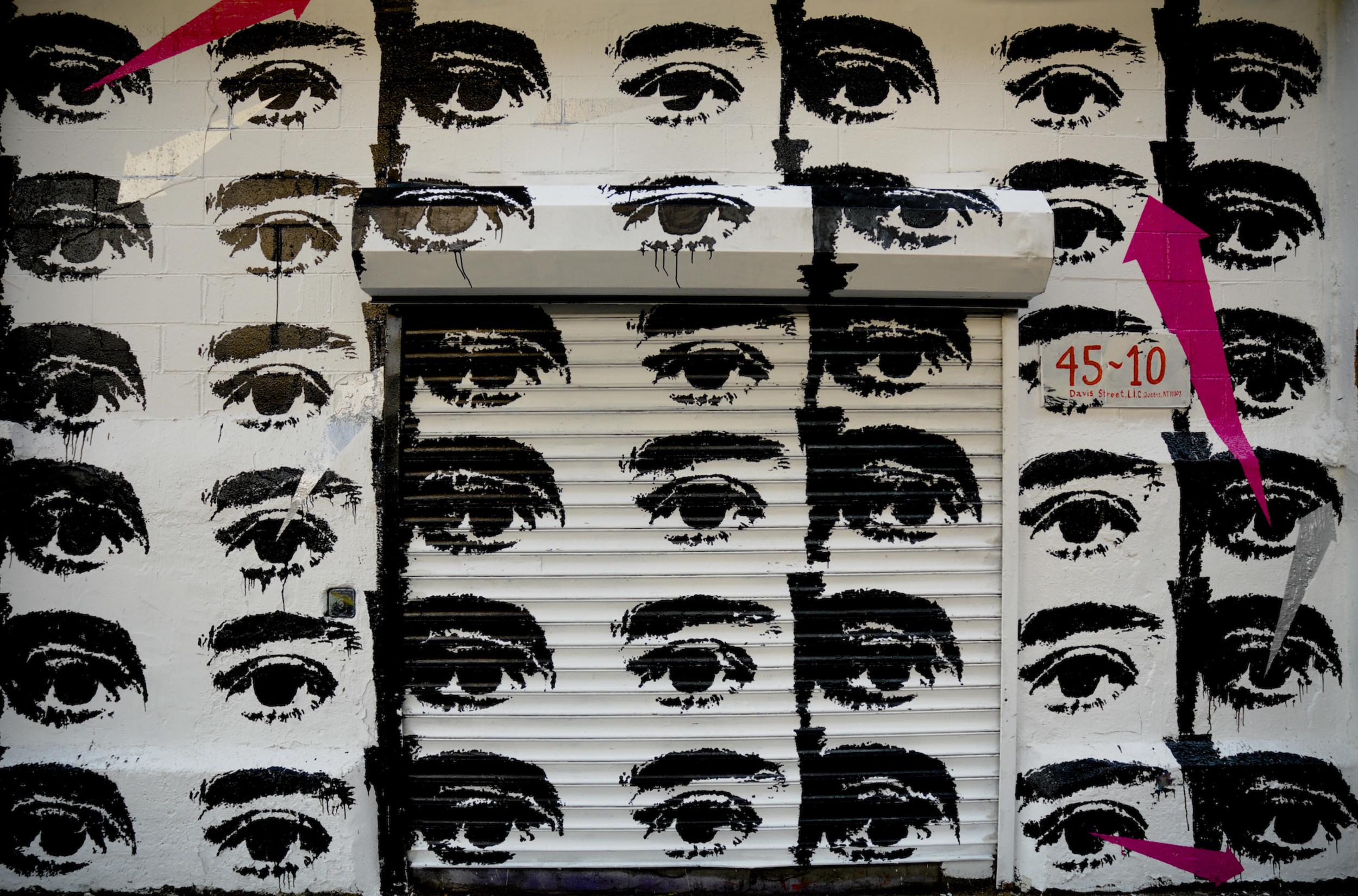 Eve-Biddle-Artworks-Eyes-at-5-pointz-2012-02